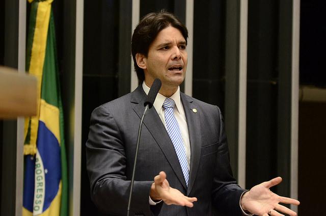 Felipe Maia discursa 01
