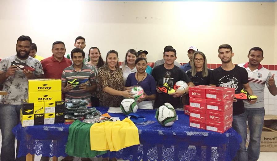 508801e4c Prefeitura municipal de Lucrécia faz entrega de materiais esportivos ...