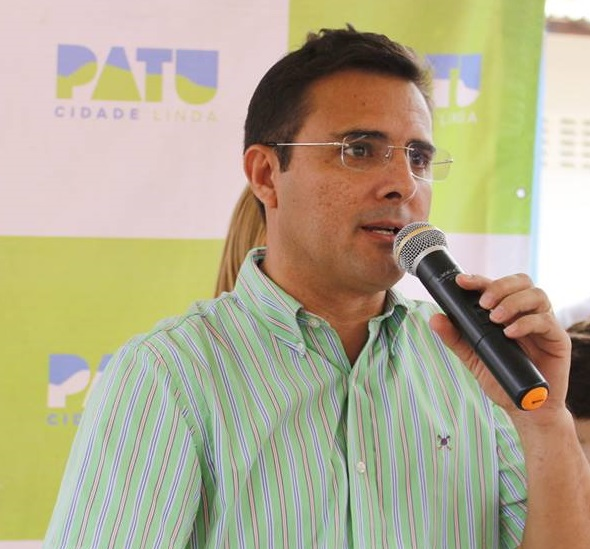 Prefeito Rivelino Câmara entrega sétimo ônibus escolar aos estudantes de  Patu - Blog do Danilo Evaristo